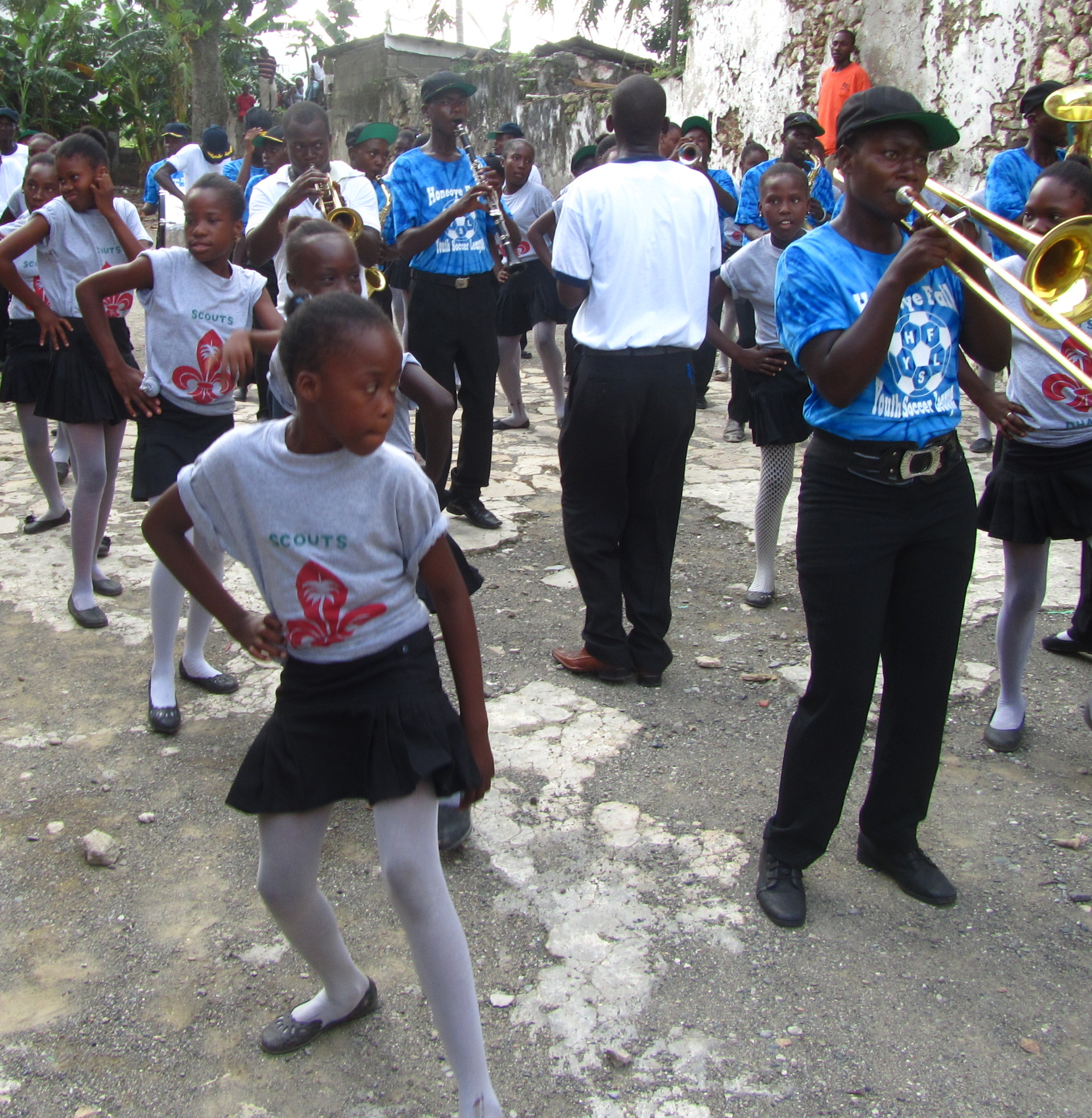 dancers and players in Borgne band